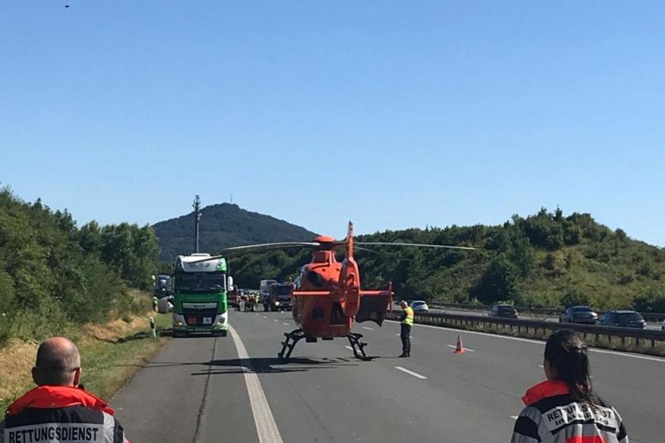Ein Rettungshubschrauber landete auf der A3.