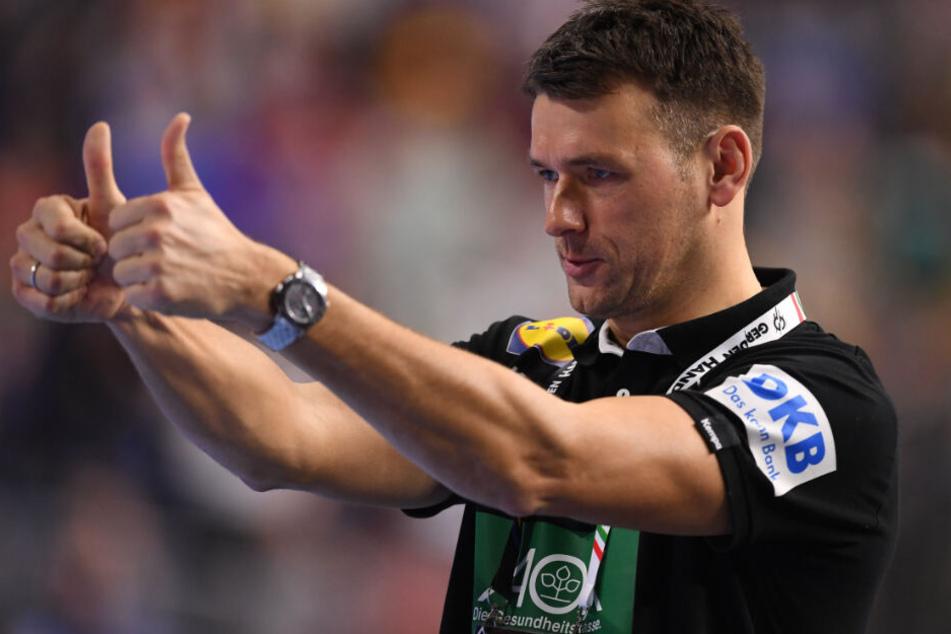 Deutschlands Trainer Christian Prokop reagiert auf den Spielverlauf.