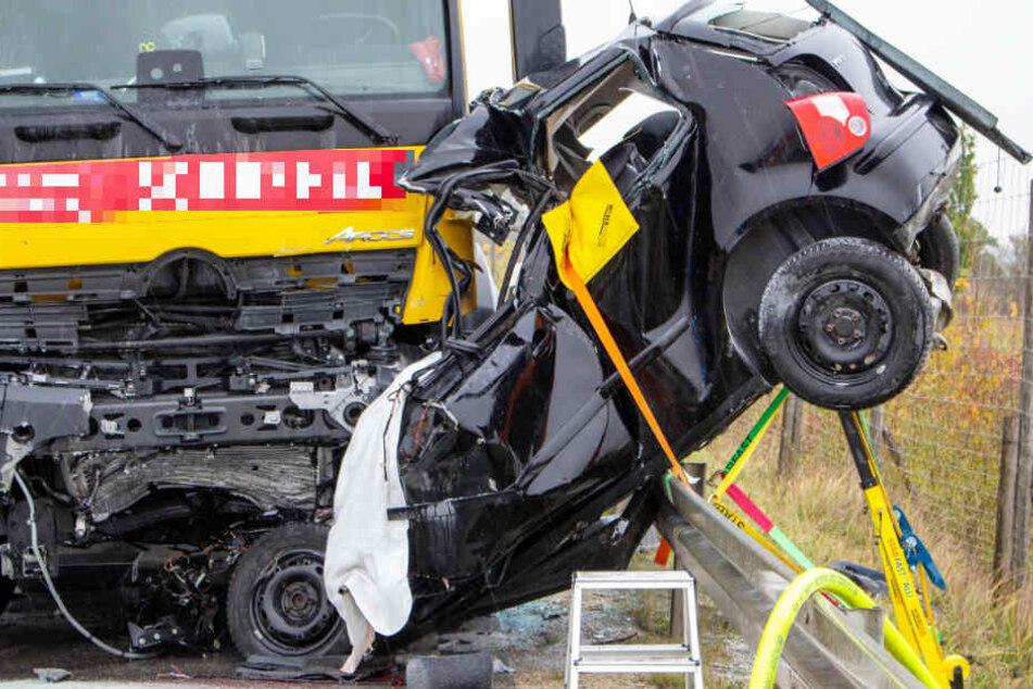 Der Autofahrer hatte keine Chance, den schweren Unfall zu überleben.