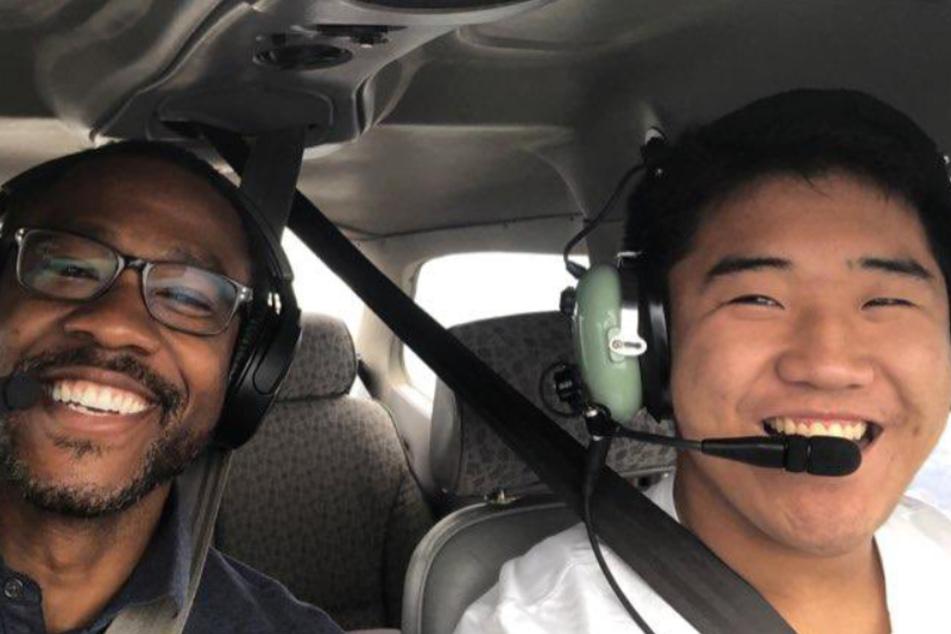 TJ (rechts) mit seinem Fluglehrer Dave Powell.