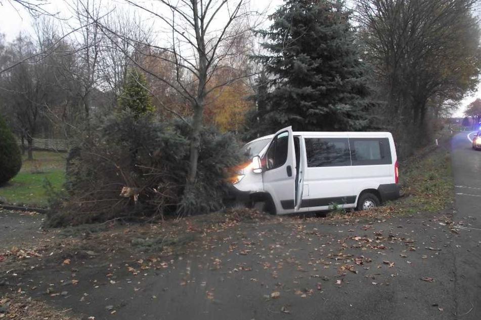 An dem Transporter entstand Totalschaden.