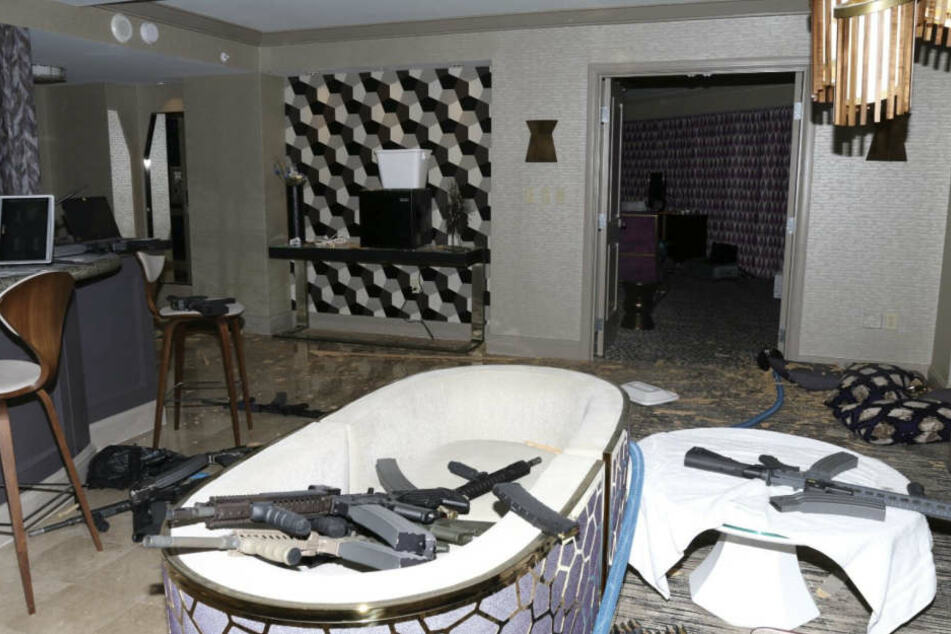Die Suite des Amerikaners war voller Waffen.