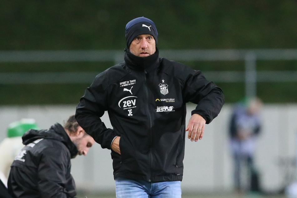 Sollte sein FSV heute eine weitere Niederlage hinnehmen, muss sich Coach Joe Enochs wohl warm anziehen.