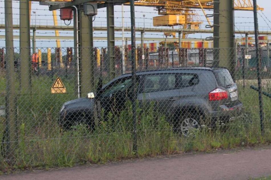 Crash mit fatalen Folgen: Auto rast in Trafostation