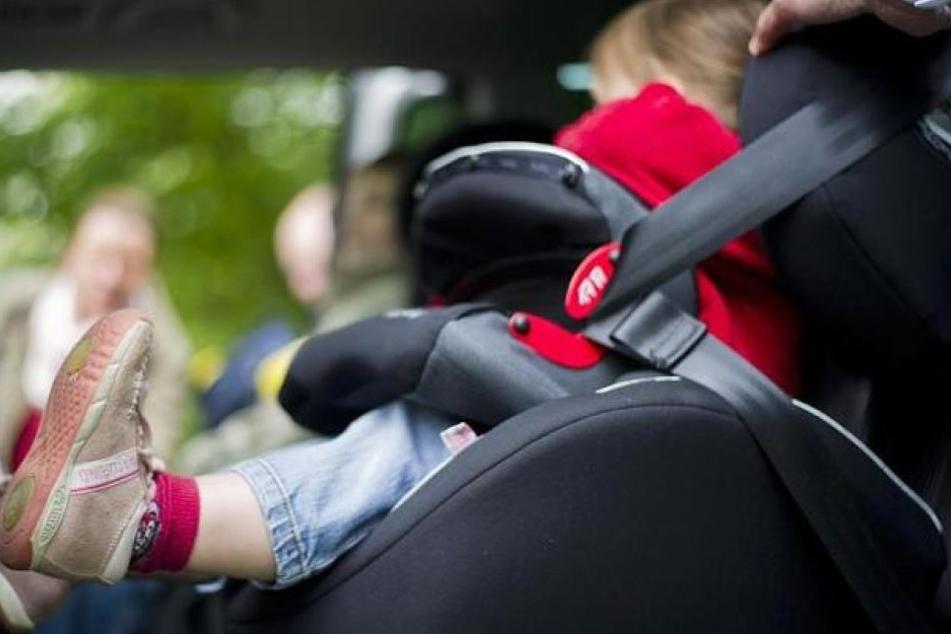 Das Baby war fast eine Stunde im Auto eingeschlossen. (Symbolbild)