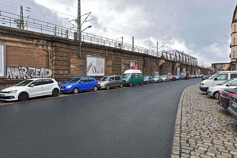 Wo das Neustädter Bahnhofsgelände endet, beginnt der Dammweg. Hier soll - parallel zu den Bahnschienen - die Radtrasse entlang führen.