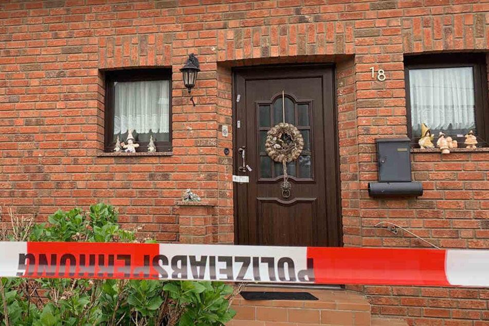 Ein 30-Jähriger aus Wellerswist soll in dem Haus seine Eltern erstochen haben.