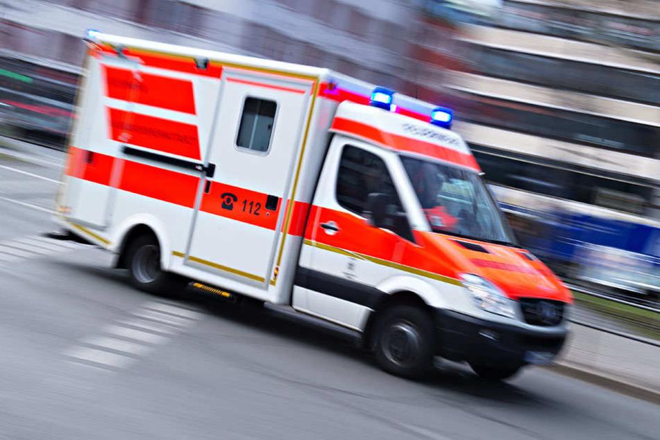 Die Landstraße 172 bei Querfurt blieb nach dem Unfall mehrere Stunden lang gesperrt. (Symbolbild)