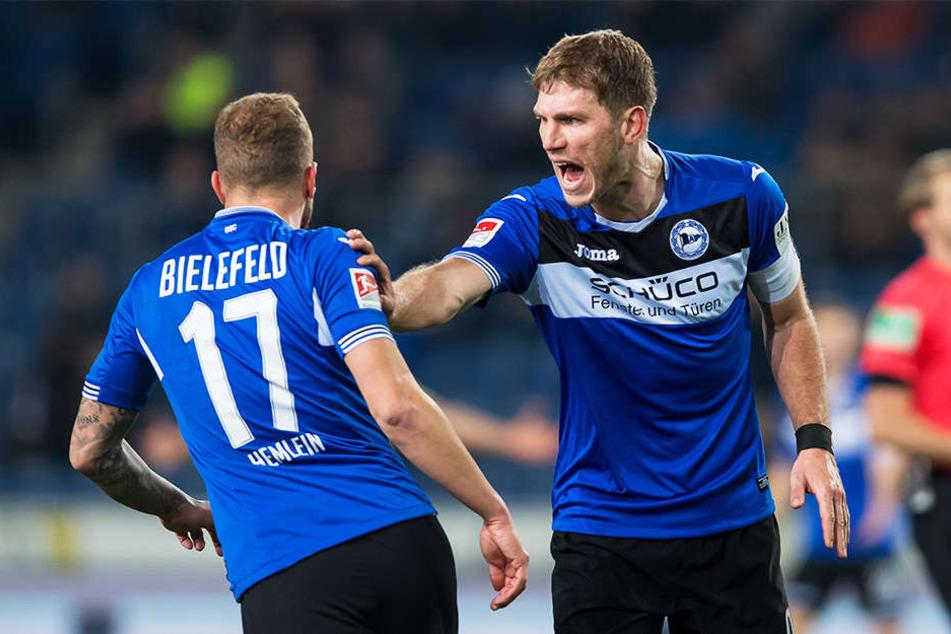 Bekommt Fabian Klos (r.) eine Vertragsverlängerung von Arminia Bielefeld angeboten?