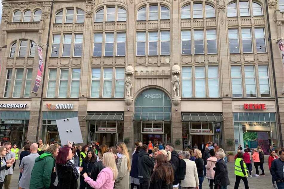 Zahlreiche Mitarbeiter und Besucher waren in dem Gebäude gewesen.
