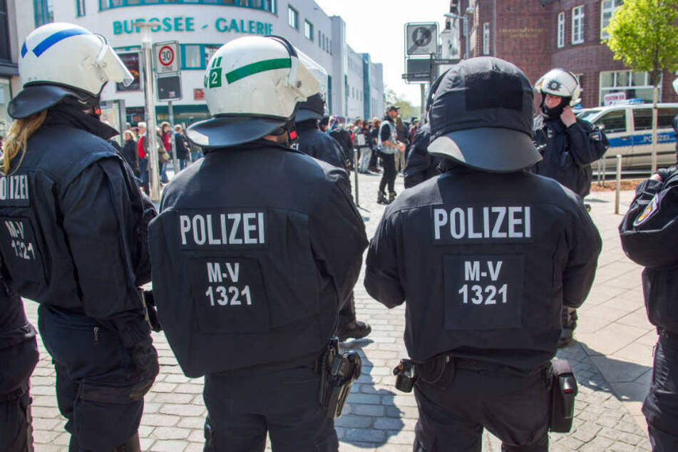 Waffen, Sprengstoff und weitere rechtsextreme Vorfälle bei der Polizei
