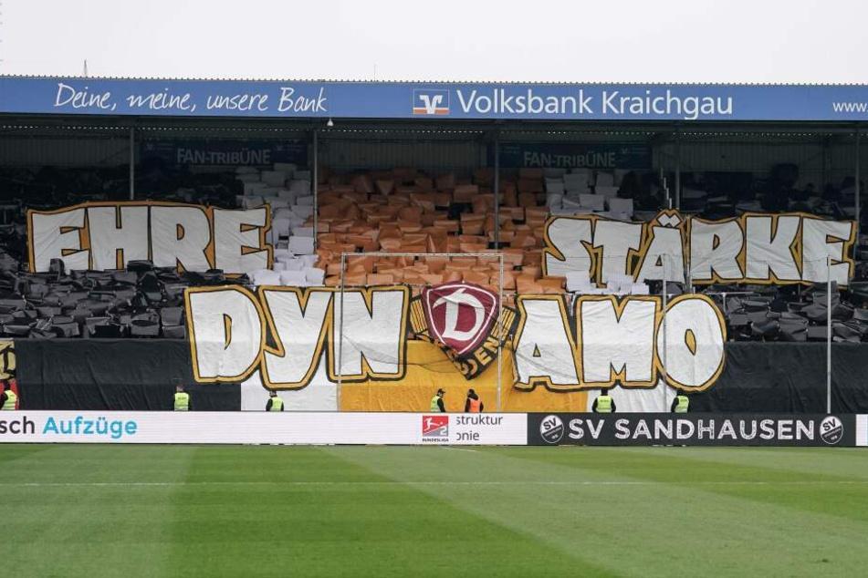 Die Dynamo-Fans mit einer tollen Choreo vor dem Spiel.