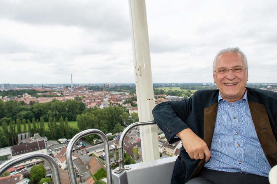 Joachim Herrmann (CSU), Innenminister von Bayern, auf der Erlanger Bergkirchweih.