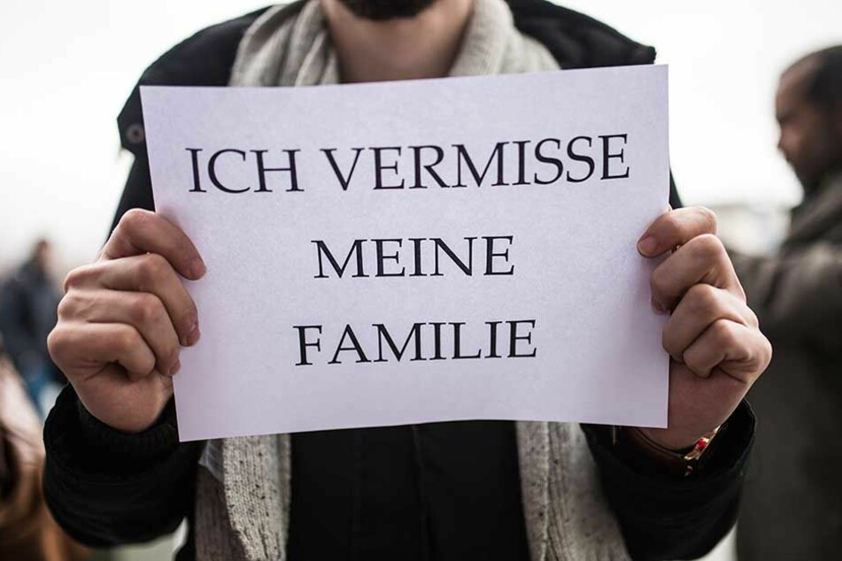 Ein Flüchtling bei einer Demonstration in Berlin gegen die Einschränkung des Familiennachzugs.