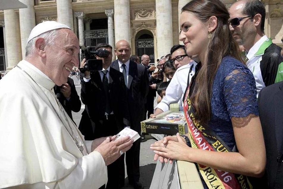 Selbst den Papst konnte die schönste Frau Deutschlands schon treffen.