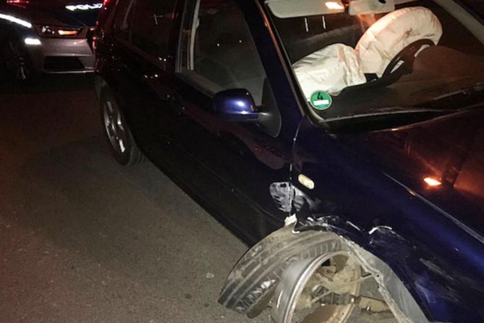 Das Foto zeigt den Wagen des beschuldigten 18-Jährigen nach dem Unfall.