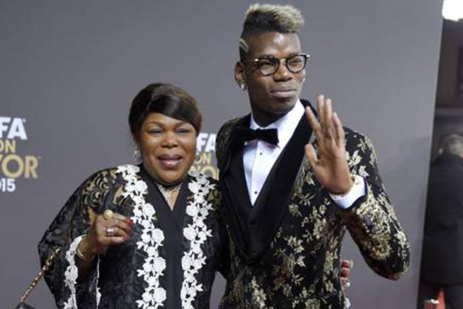 Paul Pogba 2015 mit seiner Mutter. Ob die so begeistert von seinen Ausschweifungen ist?