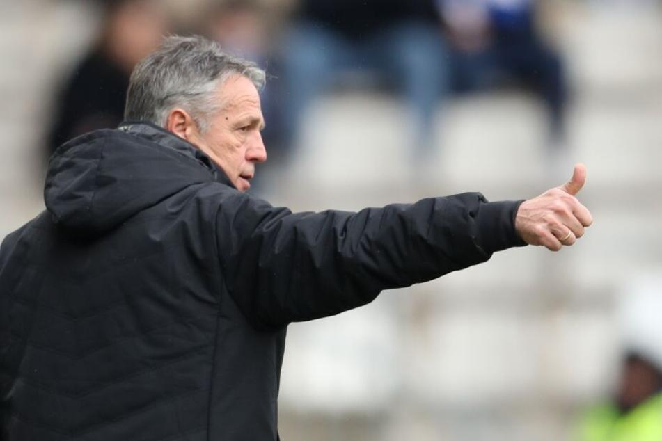 DSC-Trainer Uwe Neuhaus freut sich darüber, dass wieder mehr Spieler am Training teilnehmen.