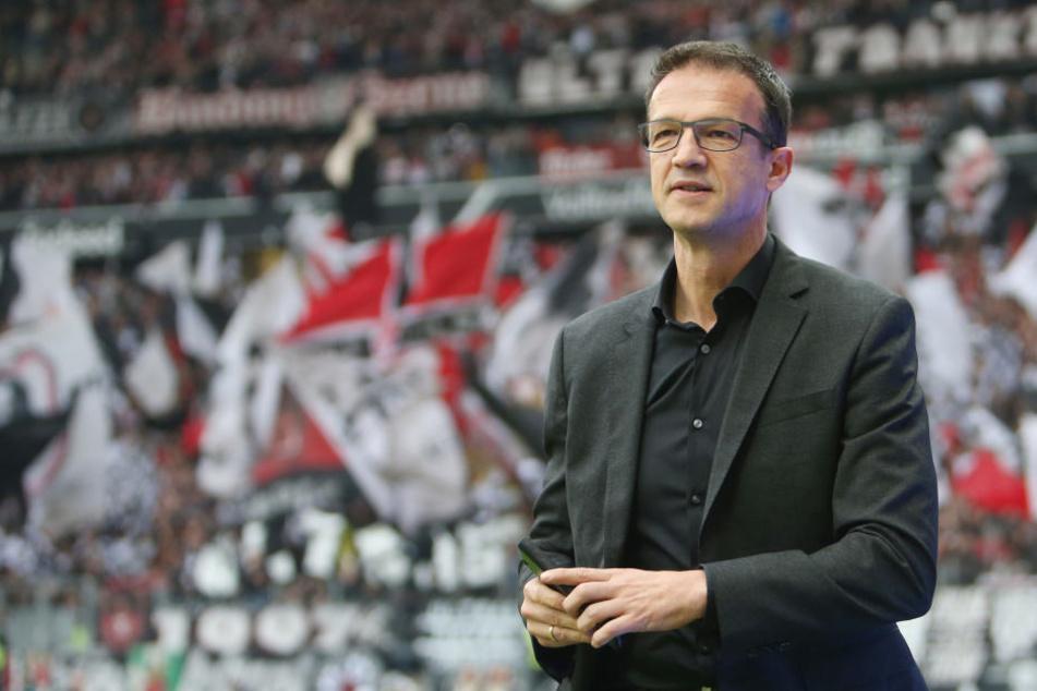 Einer der großen Bundesliga-Klubs wird dieses Jahr den Gang in Liga zwei antreten müssen, sagt Fredi Bobic.