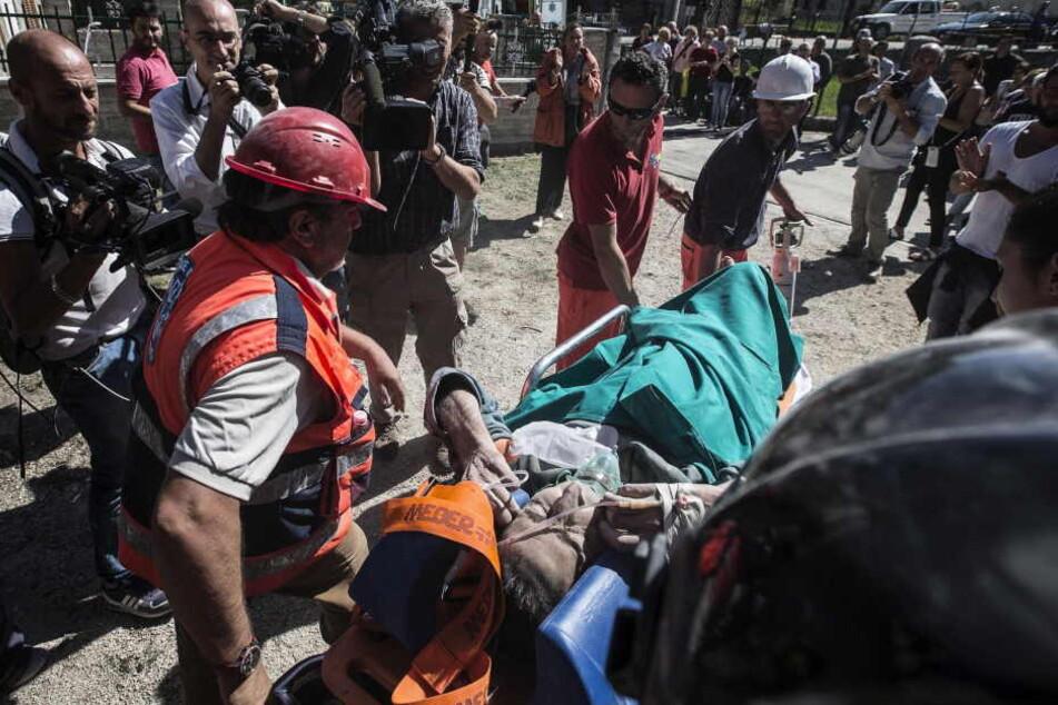Immer noch werden Verletzte aus den Trümmer geborgen.