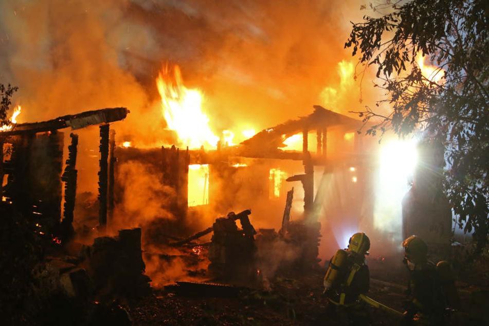 Meterhohe Flammen: Brand im Erzgebirge