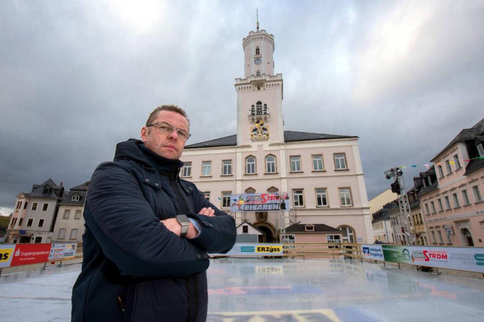 Bürgermeister Ingo Seifert (48) ist sauer.