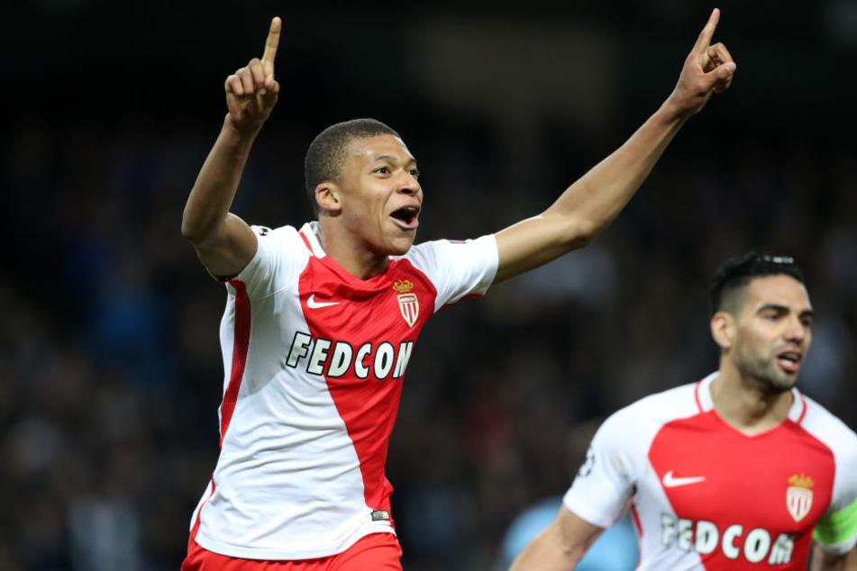 Der AS Monaco um die Superstars Kylian Mbappé (l.) und Falcao (r.) ist der schwierigste Brocken für RB Leipzig.
