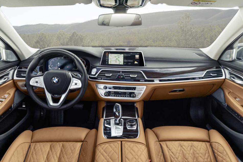 So sieht das Cockpit des neuen 7er BMWs aus.