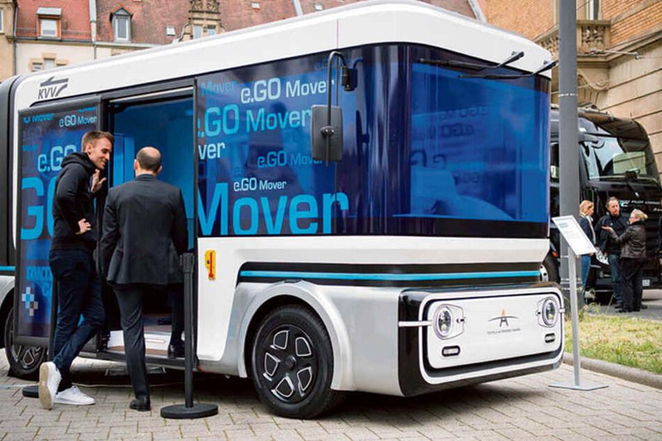 Autonomer Testbus in Karlsruhe. Ist so ein Flitzer bald auch in Dresden unterwegs?