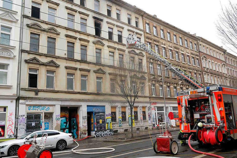 Die Feuerwehr musste am Mittwochnachmittag in die Eisenbahnstraße ausrücken. Dort war ein leerstehendes Wohnhaus in Brand geraten.