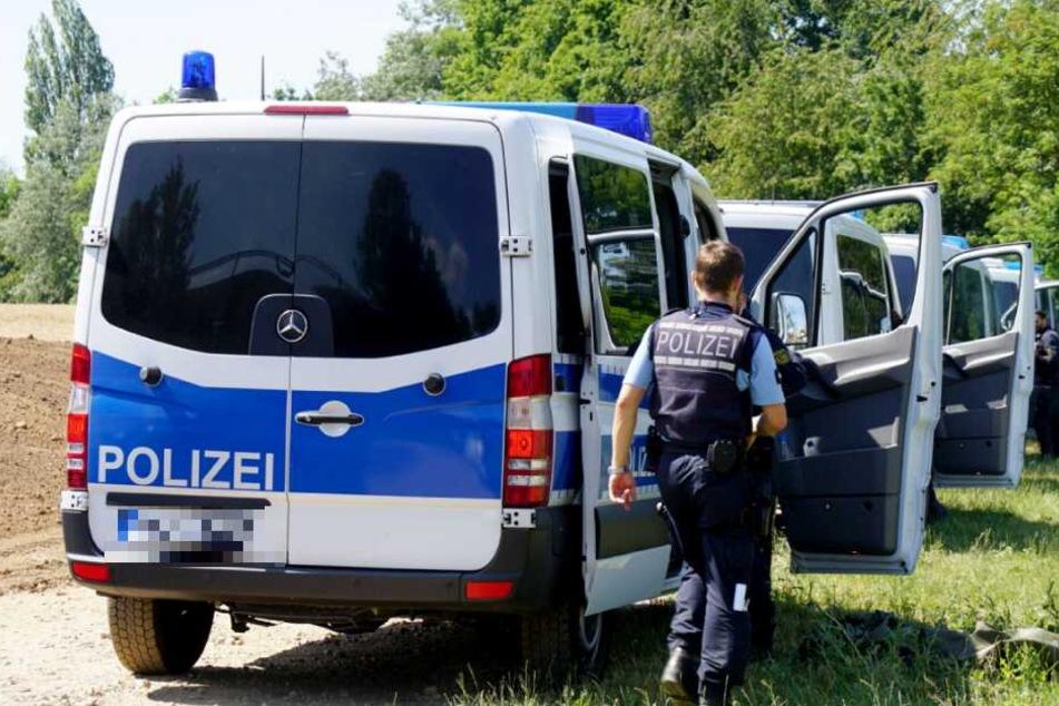 Passanten hatten die Polizei alarmiert. (Symbolbild)