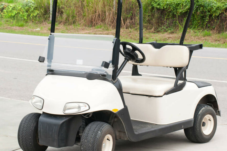 Bei einem Verkehrsunfall mit einem Golfmobil sind drei Personen verletzt worden.(Symbolbild)