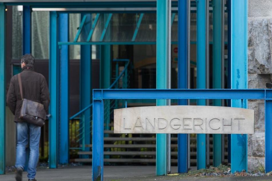 Der Prozess soll vor der Jugendkammer des Bielefelder Landgerichts stattfinden.