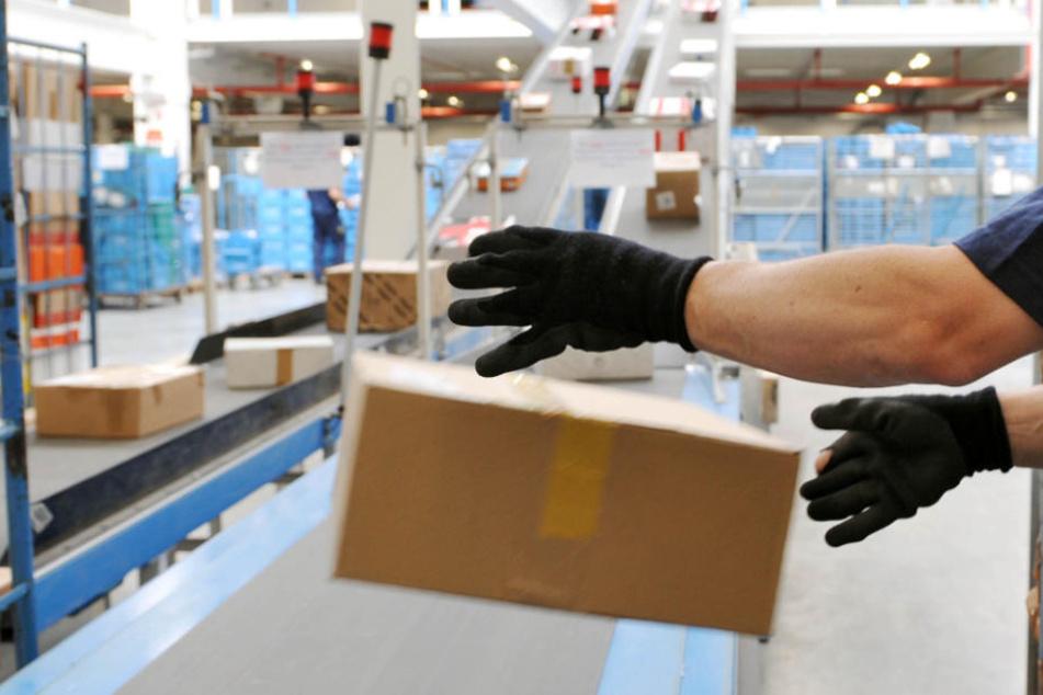 """Das Hermes-Paket wurde dem Nachbarn """"Papiertonne"""" übergeben (Symbolfoto)."""