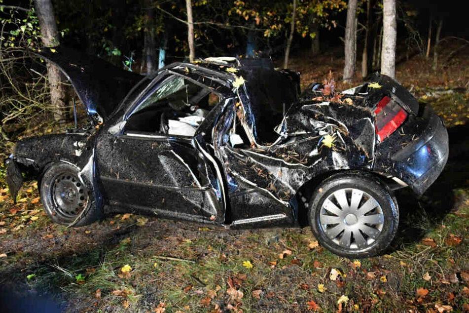 Der VW Golf war nach dem Unfall nur noch Schrott.