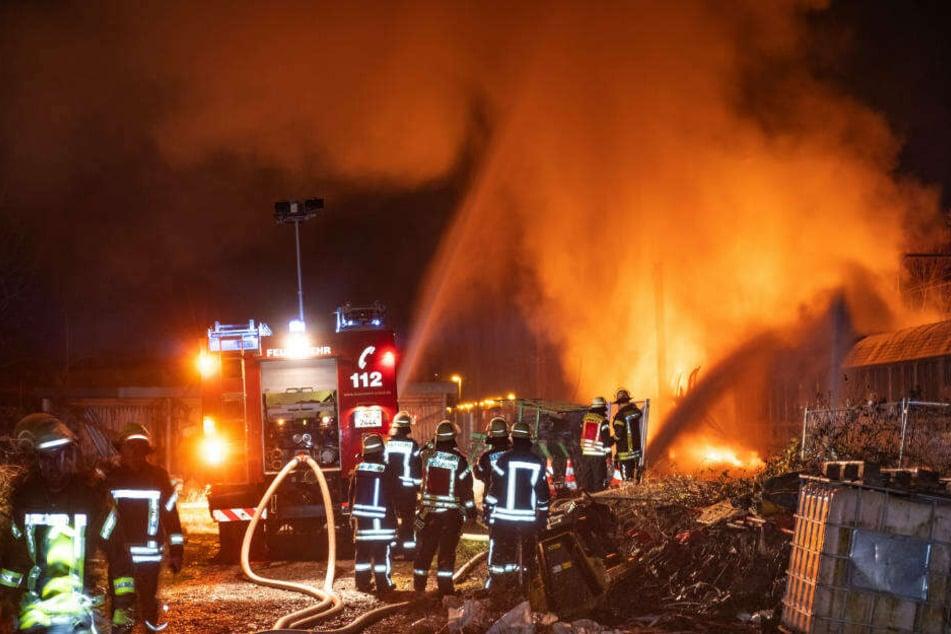 In der Nacht zum Donnerstag waren drei Güterwaggons mit Spraydosen in Flammen aufgegangen.
