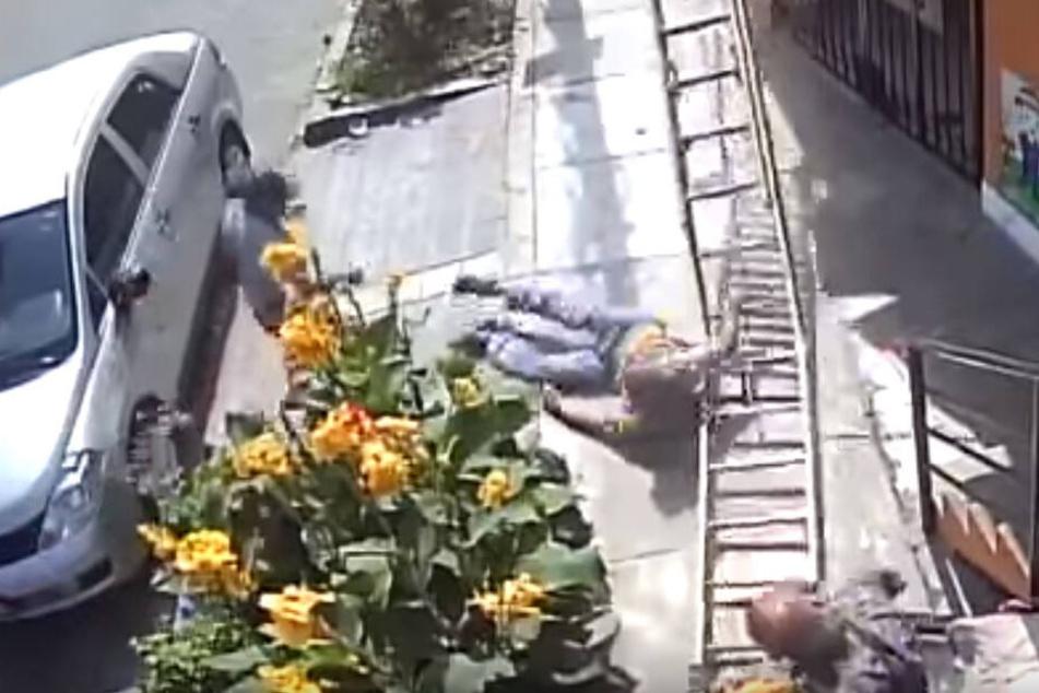 Sánchez (46) blieb nur kurz am Boden liegen.