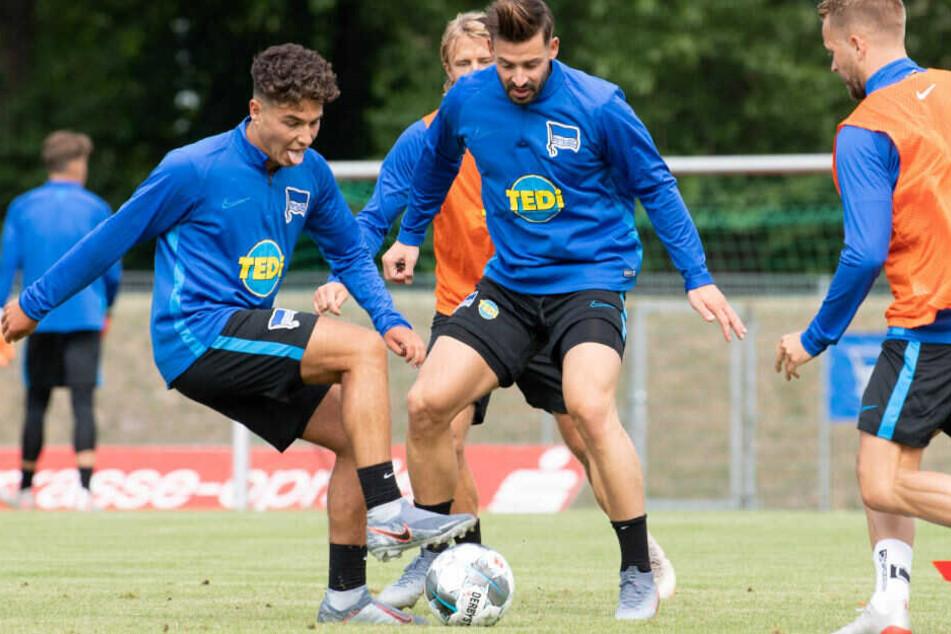 Maurice Covic und Marvin Plattenhardt (M.) beim Training.