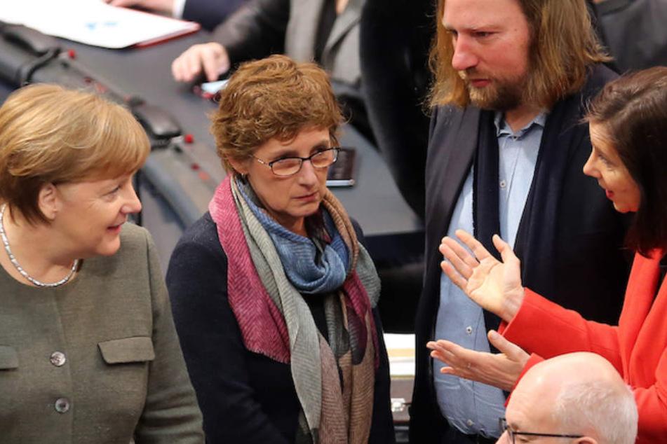 Von links: Kanzlerin Merkel (64. CDU) mit den Grünen Britta Haßelmann (56), Anton Hofreiter (48) und Katrin Göhring-Eckardt (52).
