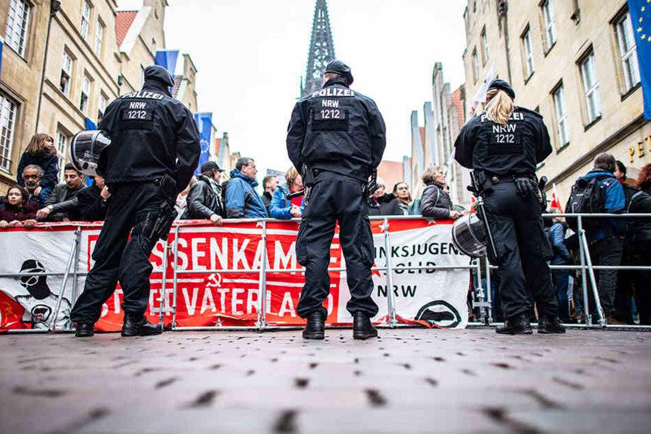 Die Polizei trennte die Demonstranten.