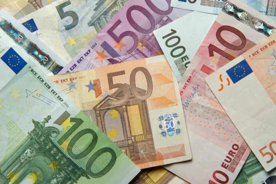 Eine Buchalterin, die fast 1,4 Millionen Euro veruntreut hat, wurde zu 3,5 Jahren Gefängnis verurteilt. (Symbolbild)