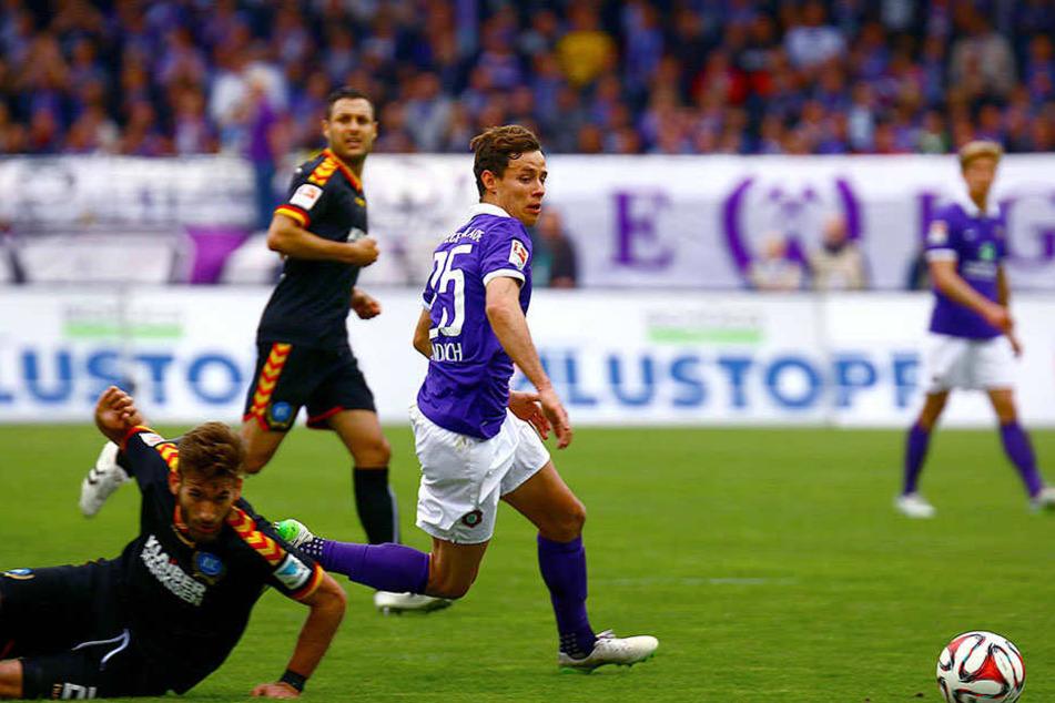 Das letzte Heimspiel vor knapp zwei Jahren gewann Aue mit 3:1. In dieser Szene setzt sich Clemens Fandrich gegen Enrico Valentini durch und erzielt das 3:1.