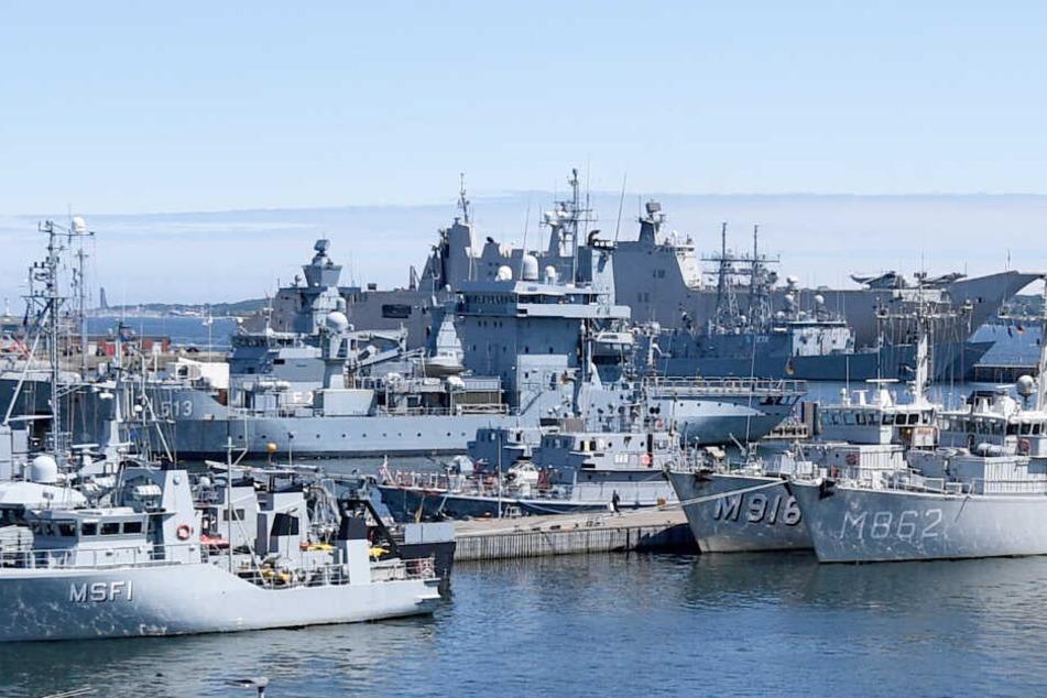 Was ist da los? NATO mit riesigen Kriegsschiffen an der Ostsee!