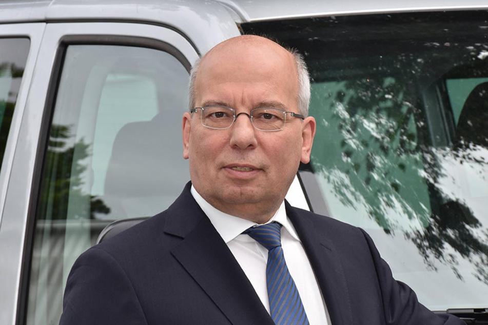 Der Vorsitzende der Deutschen Polizeigewerkschaft, Rainer Wendt (59), nimmt den Polizisten in Schutz.