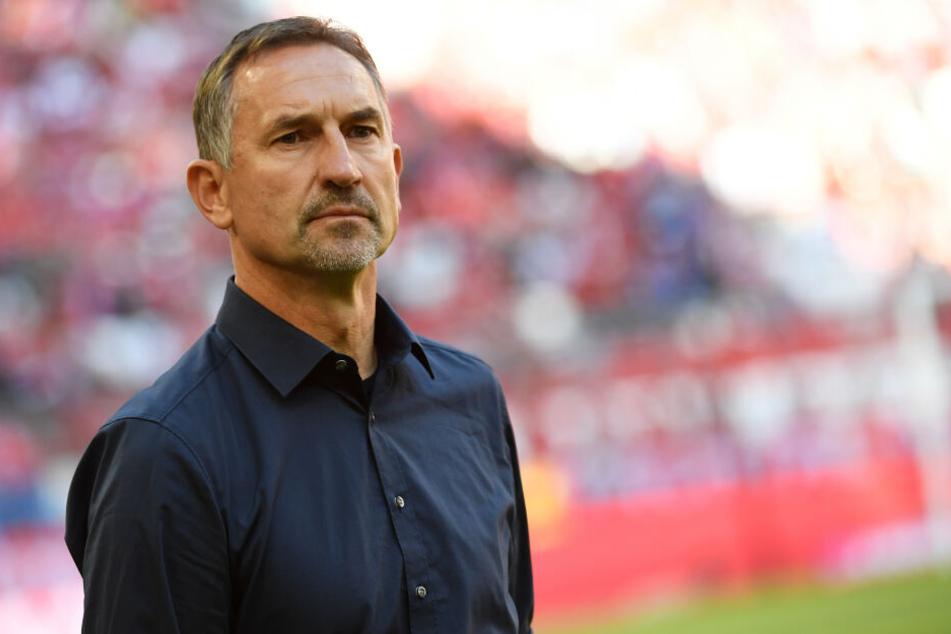 FC-Trainer Achim Beierlorzer (51) muss beim Testspiel gegen Viktoria Köln auf mindestens elf Spieler verzichten.