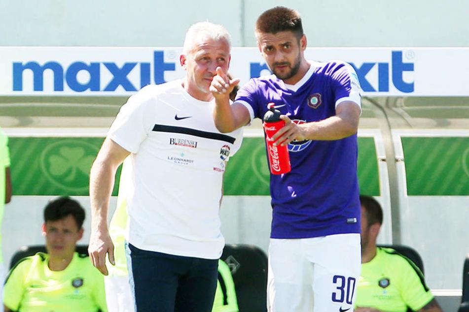 So kennen ihn die Fans vom FCE: Im Veilchen-Trikot. Hier neben Trainer Pavel Dotchev.