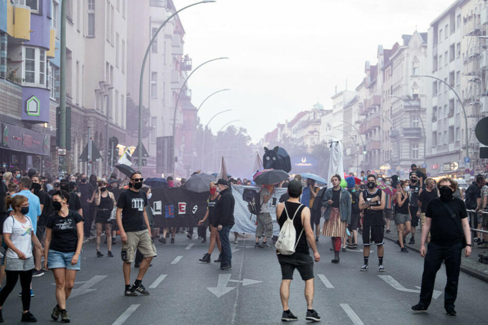 Demonstranten protestieren gegen die geplante Räumung der Szene-Kneipe Syndikat.
