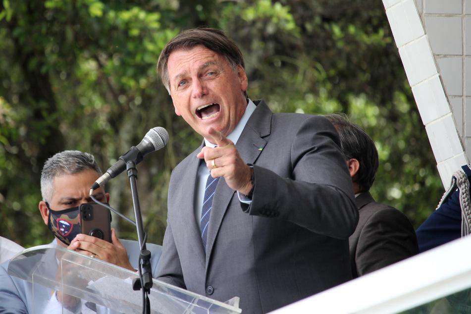 Jair Bolsonaro, Präsident von Brasilien, hält eine Eile bei Corona-Impfungen nicht für notwendig. Brasilien steuert auf 200.000 Tote zu und meldet nahezu täglich weitere Höchstwerte. Bolsonaro sagte jedoch, die Pandemie gehe in Brasilien zu Ende.