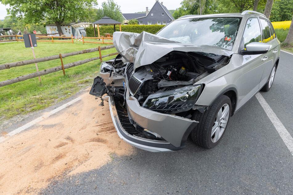 Der Skoda wurde durch den Unfall massiv zusammengedrückt.