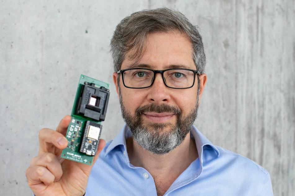 Kleiner Apparat - große Wirkung: Der Sensor zur Durchführung des Schnelltests kann in kürzester Zeit auch Neuinfektionen feststellen. Ein Corona-To-Go-Test, sozusagen. In drei Jahren könnte ein viel kleineres Modell auf dem Markt sein, schätzt Cuniberti.